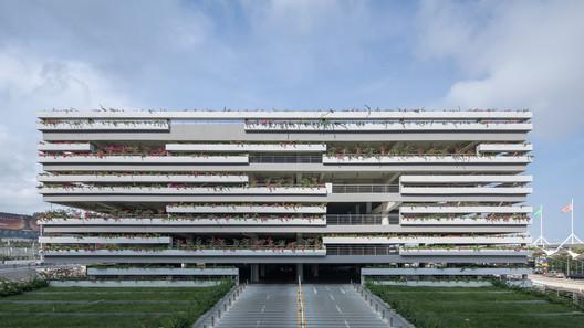 East Parking Building of Sanya Phoenix International Airport / Jing Studio