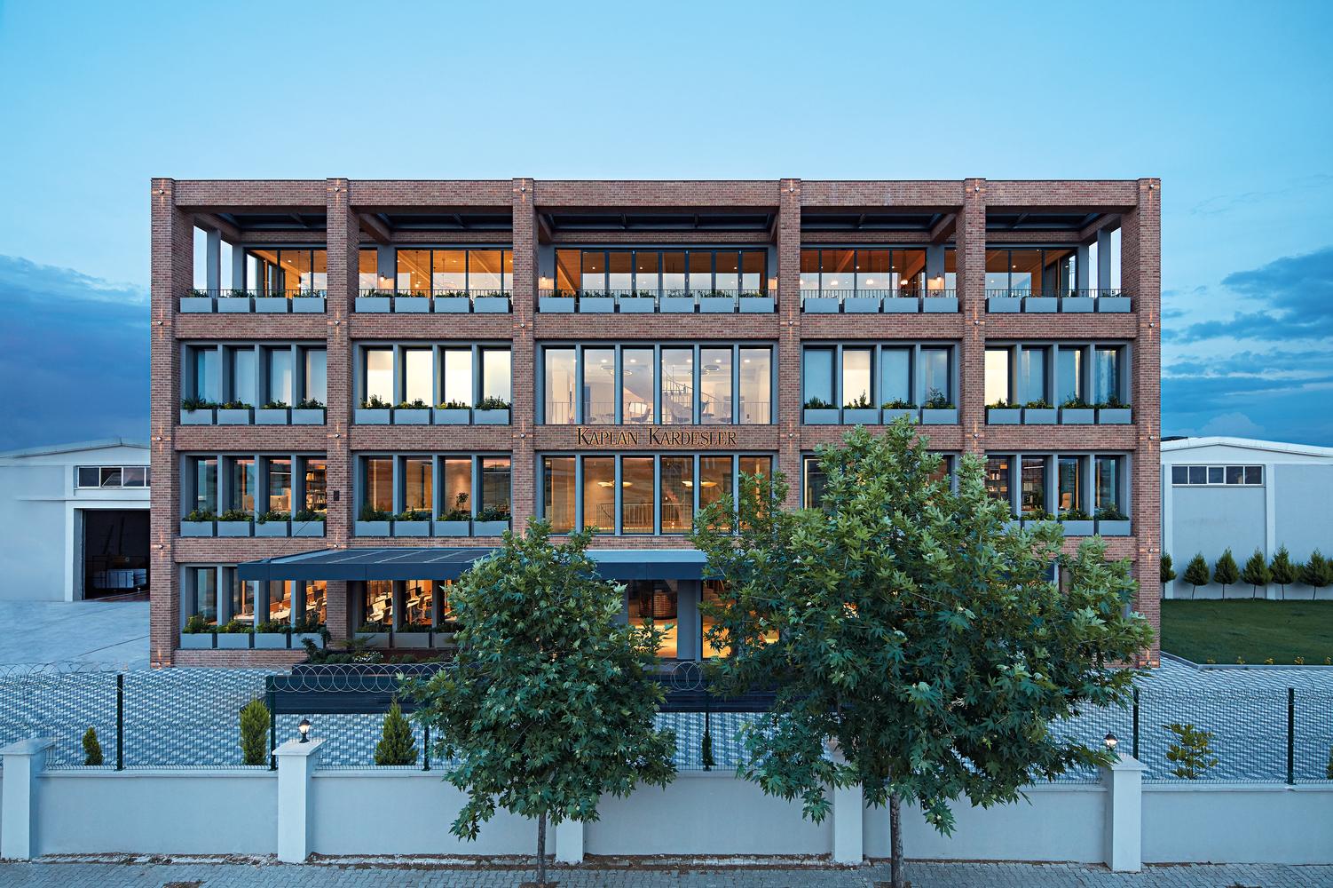 Empera Headquarters / Yerce Architecture + zaas