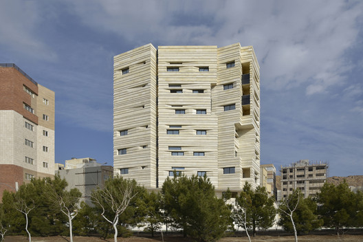 Edificio residencial Avini / Heram Architects