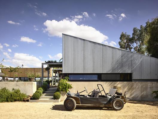 Ancona House / Steve Domoney Architecture