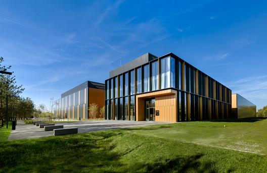 BIALMED Headquarters / 3XA