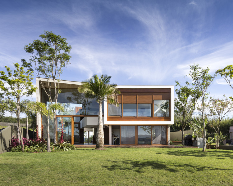 Angular House / Stemmer Rodrigues Arquitetura, © Marcelo Donadussi