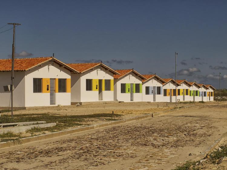 Habitação social na América Latina: geometria do controle, Programa Minha Casa Minha Vida - Luís Correia/PI. Foto: Otávio Nogueira, via Flickr. Licença CC BY 2.0