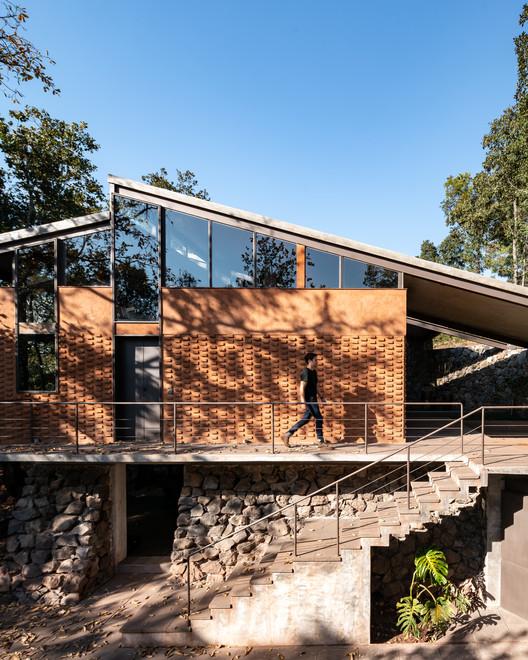Zirahuén House / Daniela Bucio Sistos // Taller de Arquitectura y Diseño, © Dane Alonso