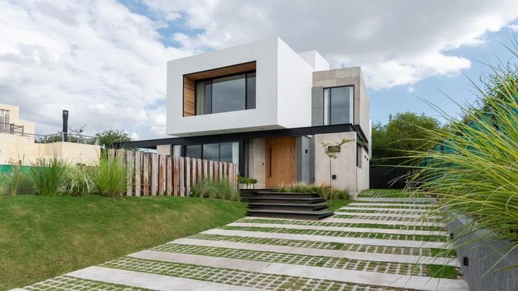 Casa Cientocinco / JAMStudio arquitectos + Ivanna Cresta, © Gonzalo Viramonte