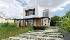 Casa Cientocinco / JAMStudio arquitectos + Ivanna Cresta