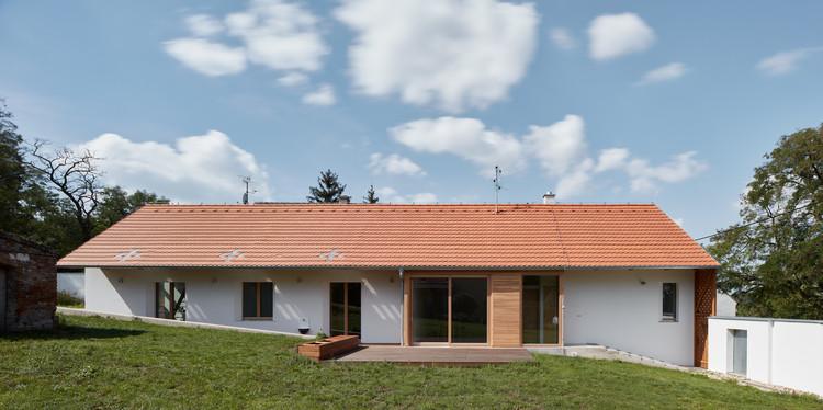 South Moravian Village House / ORA, © Jakub Skokan, Martin Tůma / BoysPlayNice