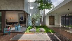 Courtyard Villa / MORIQ