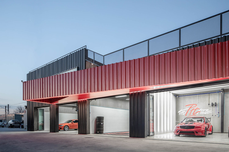 The Pit House / bUd studio, Car Workshop. Image © Big fish photography