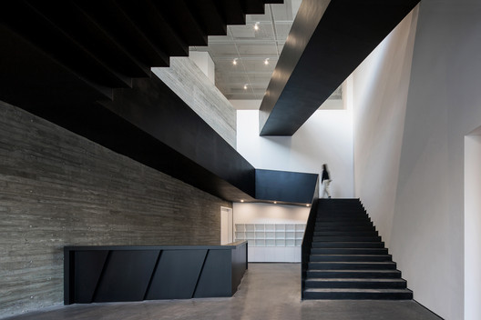 Reception and staircase. Image © Chao Zhang