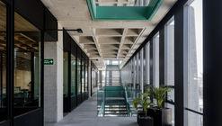 Escola Bancária e Comercial Guadalajara / Ignacio Urquiza, Bernardo Quinzaños, Centro de Colaboración Arquitectónica + Rodrigo Valenzuela Jerez + Camilo Moreno