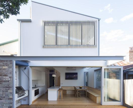 Sawtooth House Drummoyne  / Adriano Pupilli Architects
