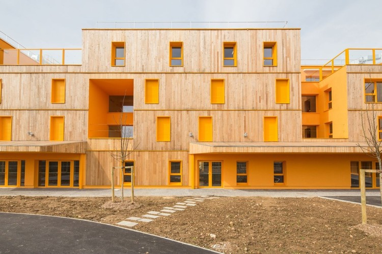 Social Housing: 45 Examples in Plan and Section, Casa de Repouso Morangis / VOUS ETES ICI Architectes © 11H45