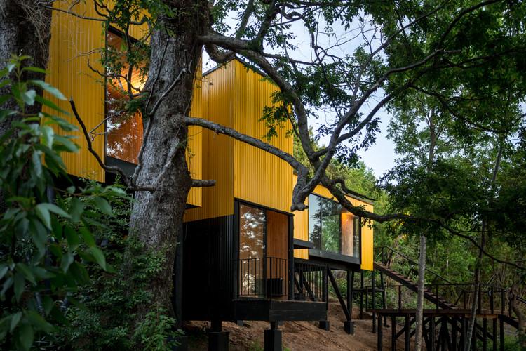 Yellow House / Alejandro Soffia, © Juan Durán Sierralta