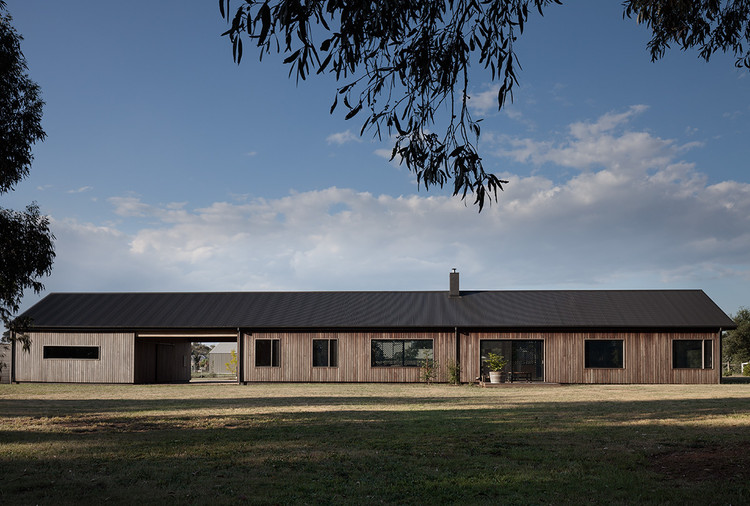Trentham Long House / MRTN Architects, © Anthony Basheer