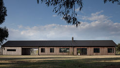 Trentham Long House / MRTN Architects