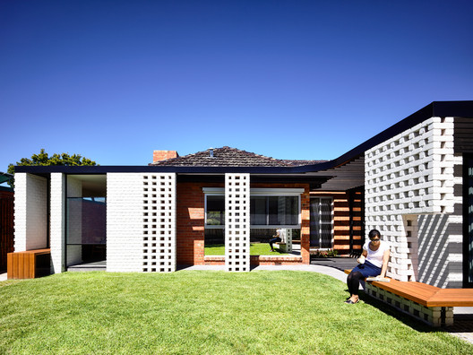 Fifty Fifty House / Architecture Architecture