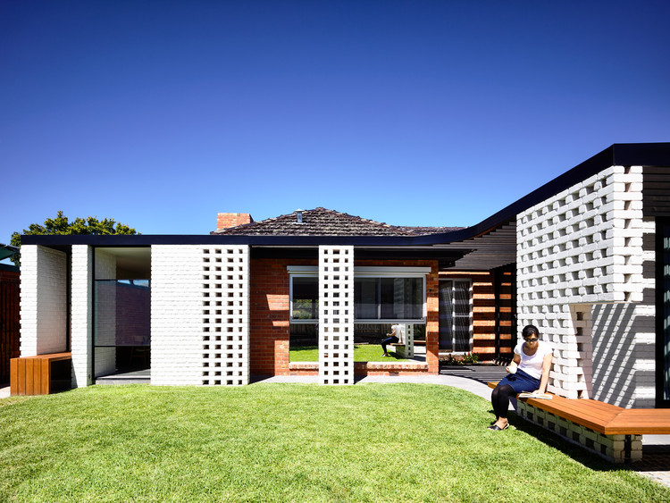 Fifty Fifty House / Architecture Architecture, © Derek Swalwell