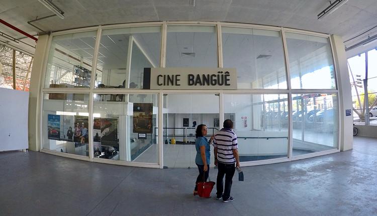 Cine SAAU BR Cidades , Cine SAAU BR Cidades. Entrada do Cine Bangüê. Foto: Pedro Rossi