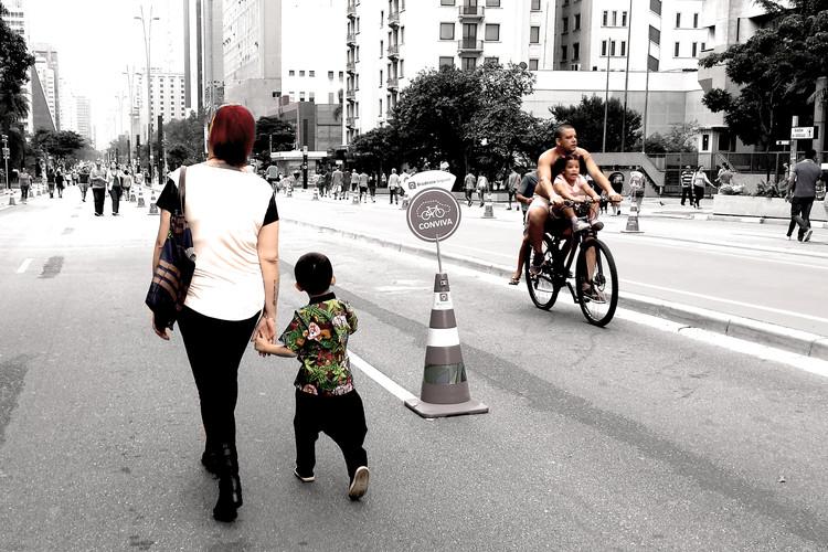 Como viver em sociedade influencia nossos comportamentos individuais? , Cortesia de Cidade Ativa