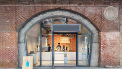 Blue Bottle Coffee Kanda Manseibashi Cafe / Schemata Architects