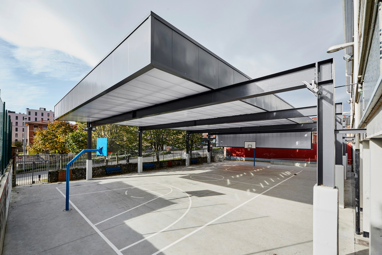 Cubierta en el CPI Antonio Trueba / Atelier80 Arquitectos, © La Caja Gris