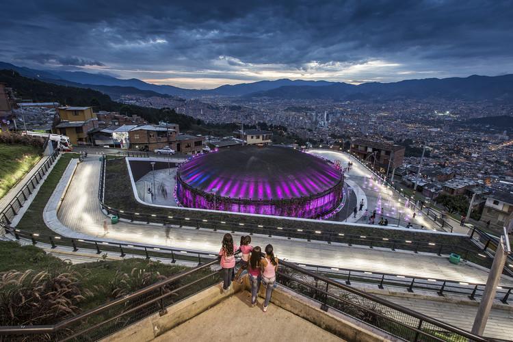 Cidade como ferramenta de equidade: 4 estratégias de Medellín para combater a violência, UVA Los Sueños, em Medellín. Cortesia de Portal Aprendiz