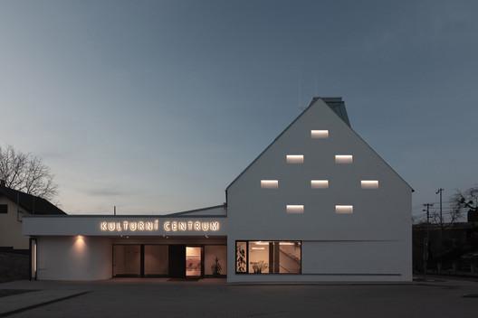 Centro cultural Píšť / knesl kyncl architects