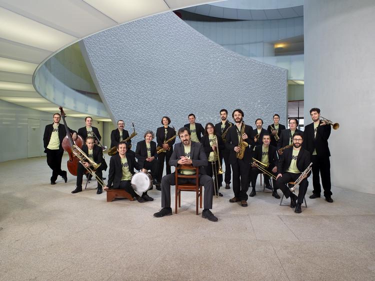 """Música e Arquitetura na """"Infinito Vão - 90 Anos de Arquitetura Brasileira"""", Orquestra Jazz Matosinhos. Imagem: Divulgação"""
