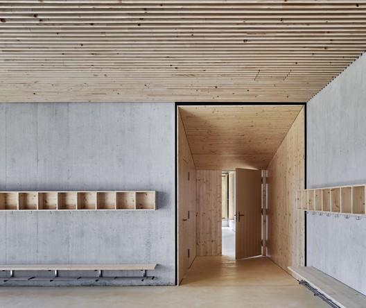 Primary School and Kindergarten Täuffelen / Morscher Architekten