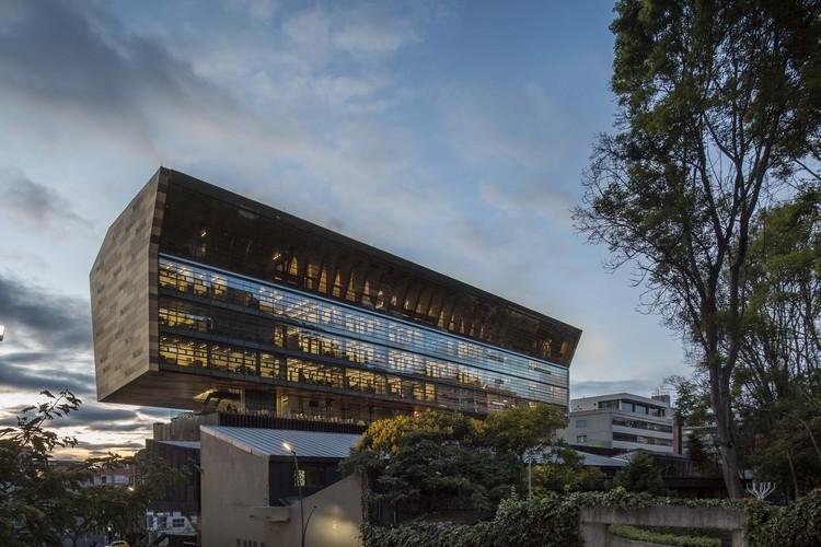 Edificio Universidad Ciudad - Jorge Hoyos Vásquez, S.J. / +UdeB Arquitectos, © Alejandro Arango Escobar