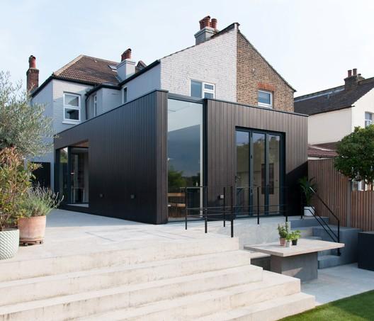 Charcoal House / Yellow Cloud Studio