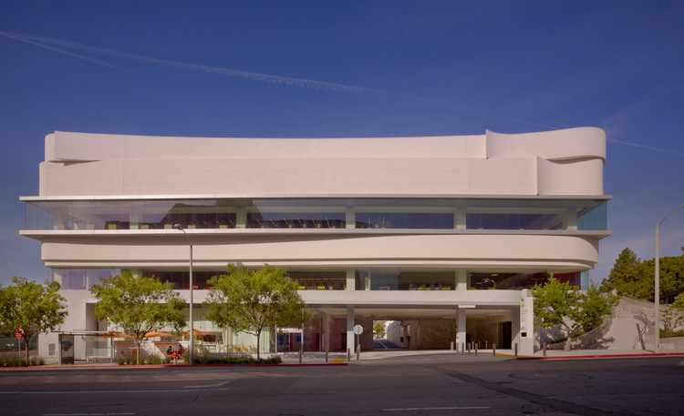West Hollywood Library / Johnson Favaro, © Benny Chan