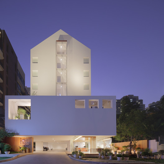TwoThree Hotel  / Design in Motion
