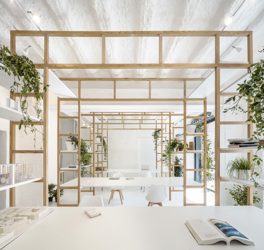 Oficina de Diseño Multidisciplinar / Roman Izquierdo Bouldstridge