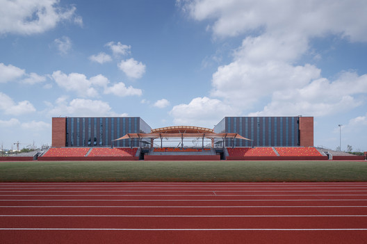East facade of the Comprehensive Gymnasium. Image © Qiang Zhao