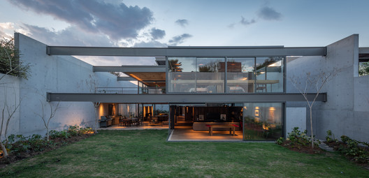 Casa Vertientes / JJRR/Arquitectura + Area