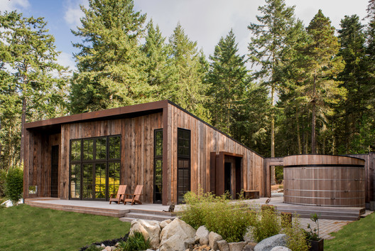 Barn Gallery / INCLINEDESIGN