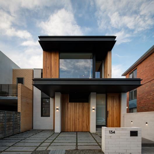 archdaily.com - Pilar Caballero - Folding Floor House / Crosshatch