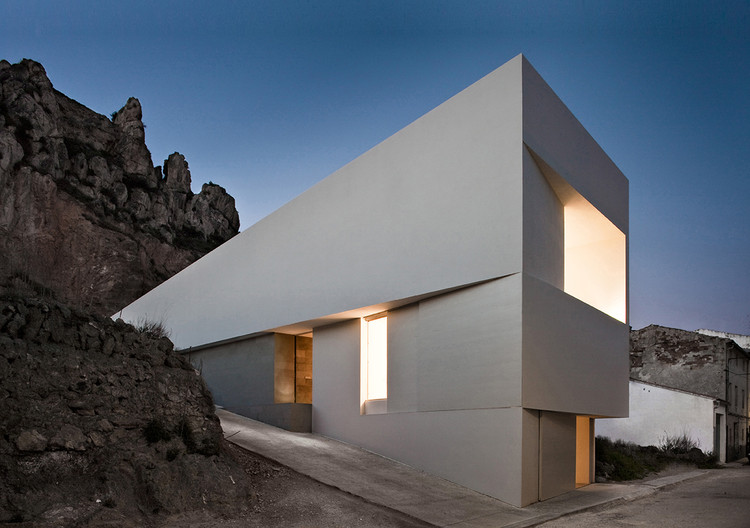 Types of White: the Work of Fran Silvestre, © Fernando Alda