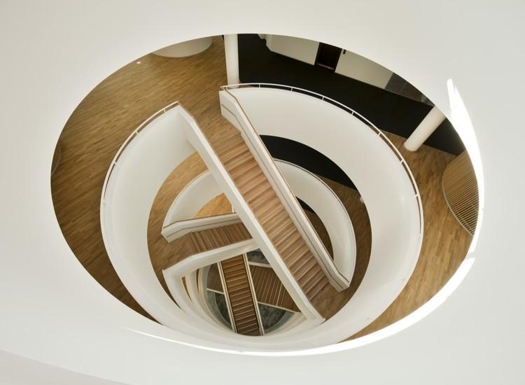As esculturais escadas desenhadas por 3XN, © Adam Mørk