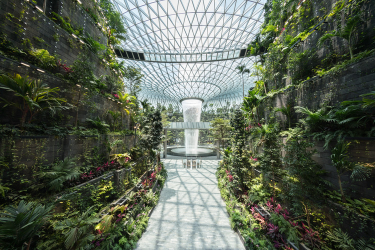 Safdie Completes World's Tallest Indoor Waterfall in Singapore, Jewel Changi Airport. Image Courtesy of Changi Airport Devt.