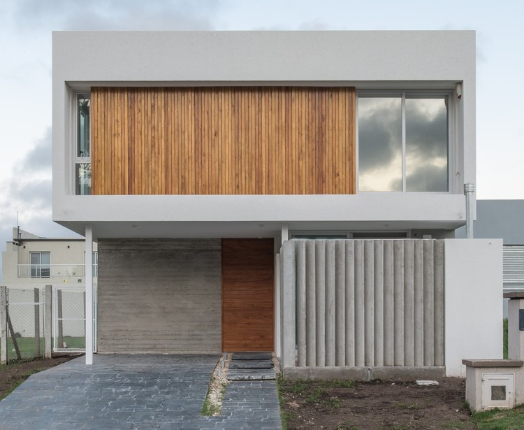 Casa JL / Martín Montone Arquitectura, © Luis Barandiarán