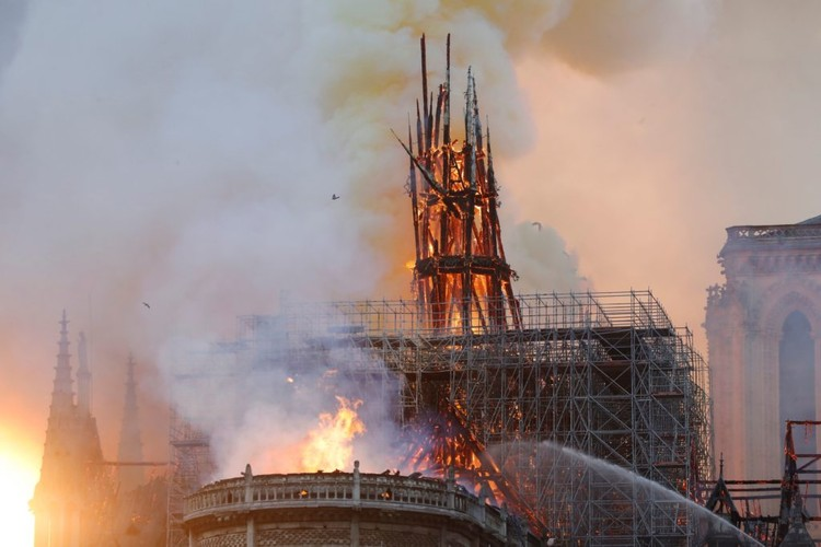 France Announces Competition to Redesign the Spire of Notre Dame, Notre Dame fire. Image © Francois Guillot / AFP