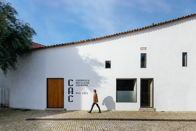 Building of the Old Ceramic Society of Coimbra / Luisa Bebiano Arquitectura + Atelier do Corvo, © do mal o menos