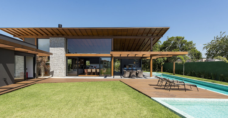JP Residence / Sarau Arquitetura