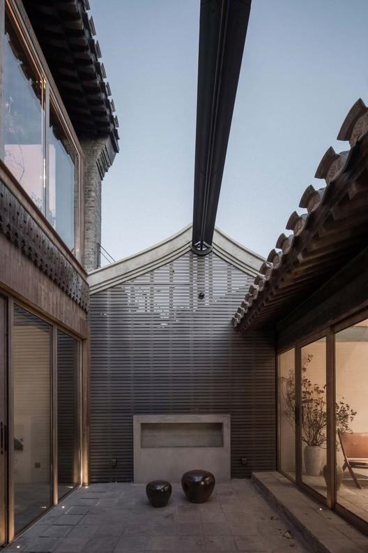 courtyard east. Image © David Chu