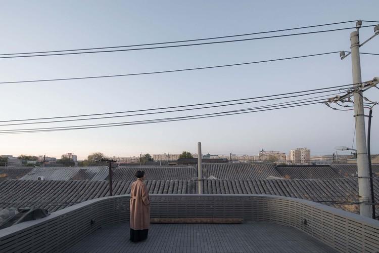 balcony to the north. Image © David Chu
