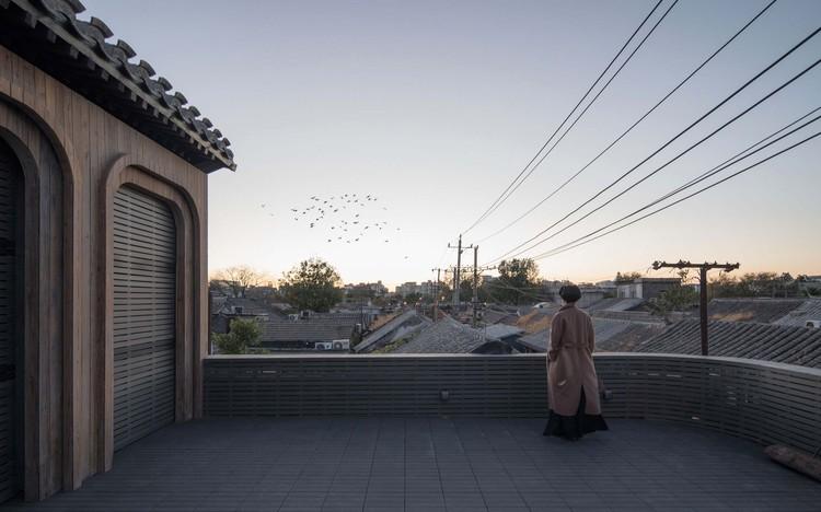balcony to the west. Image © David Chu