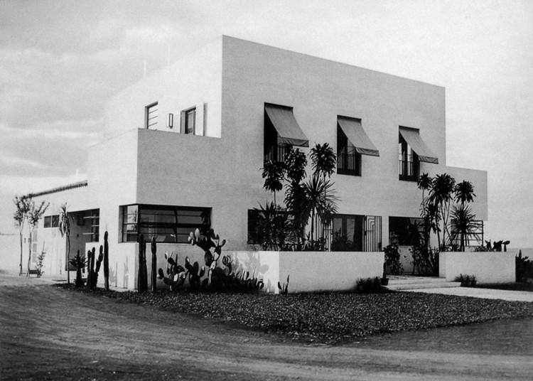 Ocupação no Itaú Cultural homenageia o arquiteto Gregori Warchavchik, Casa Modernista da Rua Santa Cruz. Image via Blogspot Holodeck